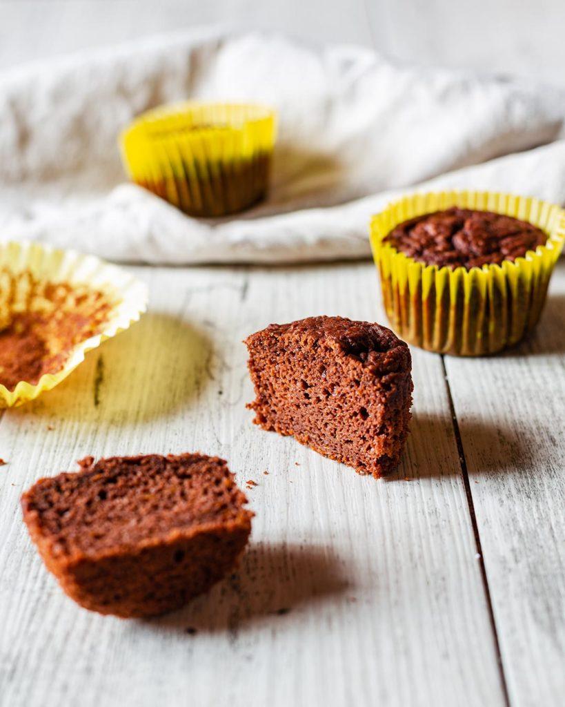 Muffin al cacao con polpa di scarto dell'estratto
