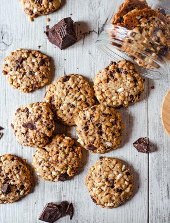 Cookies vegan con riso soffiato e cioccolato fondente