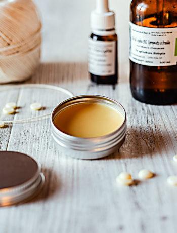 Profumo solido all'olio di jojoba e vaniglia fai da te