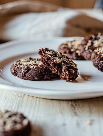 Biscotti vegani al cocco e al burro di arachidi