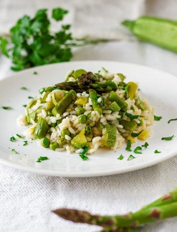Risotto primavera con asparagi, zucchine e piselli