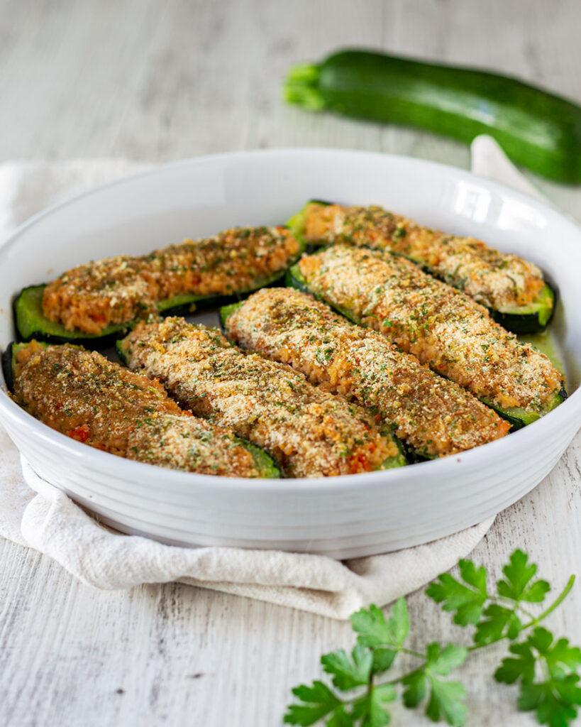 Zucchine ripiene con ragù di soia – ricetta vegana