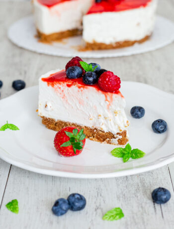 Cheesecake vegana ai frutti di bosco