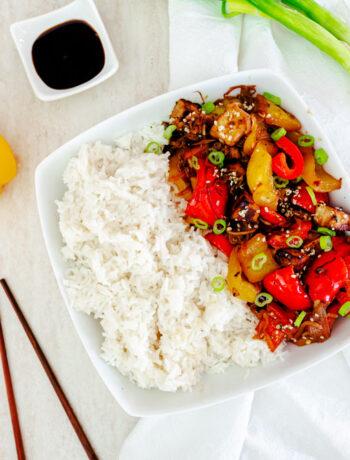Tofu con peperoni, sesamo e riso basmati