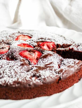 Torta cioccolato e fragole senza burro e senza uova
